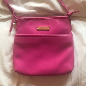 Pink Gianni Bini crossbody!